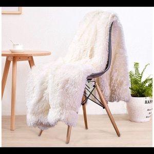 Cream Faux Fur Soft Blanket 50x60 Brand New